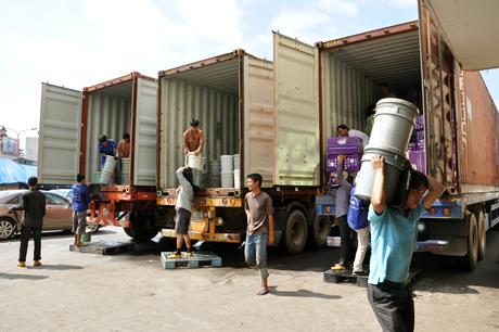 chuyen-hang-tu-container